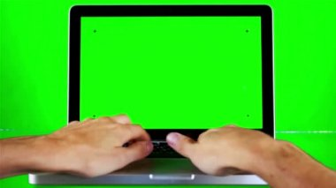 Using Laptop with Green Screen — Vídeo stock