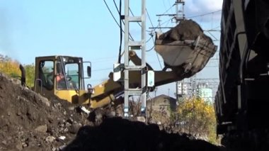 Loader loads the ground. Perm. Russia. September 22, 2015 — Stock Video