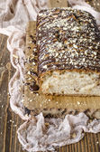 ビーガン アップル ケーキとナッツ チョコレート — ストック写真