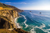 Curling wave on the beach of Garrapata State Park, Big Sur, California — Stock Photo