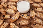 Biscotti and milk — Stock Photo