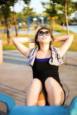 Exercise Asian girl doing situps  at the park out door when suns — Stock Photo