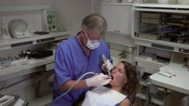 Dentist uses its turbine — Stock Video