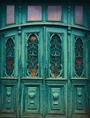 Stare drzwi zielony — Zdjęcie stockowe