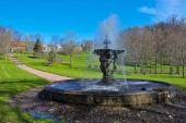 Baroque-style park with fountain — Stock Photo