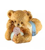 Statuette of cute bear with candy — Stock Photo