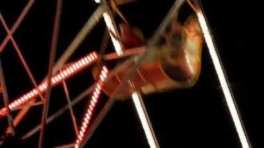 Ferris Wheel In Night Park With Decorative Lighting. — Stock Video