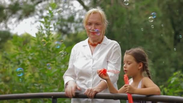 внук и бабушка видео