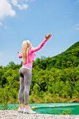 Donna di forma fisica, godendo di una giornata di sole — Foto Stock