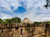Древняя стена с надписями — Стоковое фото