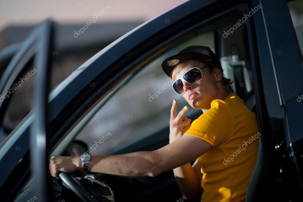 японка в фургоне с чуваком фото