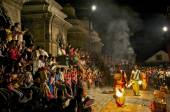 Ritual dance at the opening ceremony of burning the body in Nepal — Stock Photo