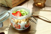 Healthy and colorful breakfast in warm morning: Low fat yoghurt with granola, strawberry and kiwi fruit — Stock Photo