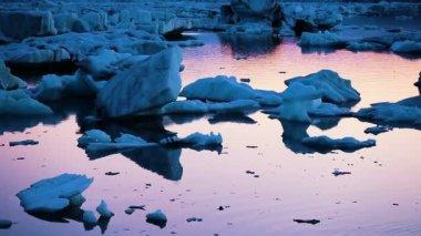 Global Warming Climate Change Concept. Icebergs in Jokulsarlon Glacier Lagoon — Stock Video