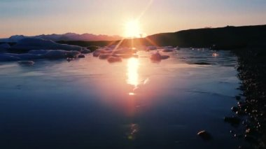 Incredible Sunrise at Glacier Lagoon with Floating Icebergs. Global Warming Concept. — Stock Video