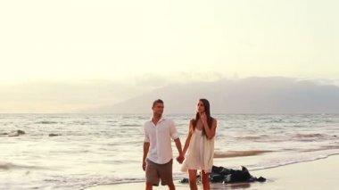 Cute Beach Couple — Stock Video