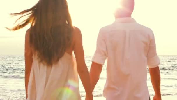 Amantes de la playa — Vídeo de stock
