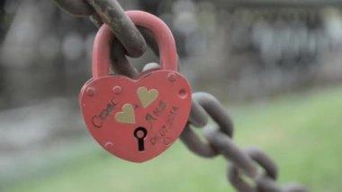Love Locks mounted on Bridge — Stock Video