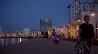 People walking in The Malecon at sunset in La Havana city in Cuba. — Stock Video