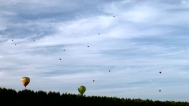 Air balloon on the sky — Stock Video