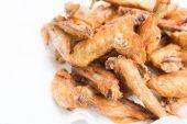 Křupavé kuřecí křídla zblízka — Stock fotografie