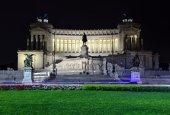 Altare della Patria in Rome by night — Stock Photo