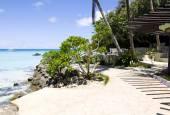 Su, Boracay Adası kayalarda ile plaj — Stok fotoğraf
