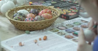 Painted Easter Eggs In Wicker Basket Still Life Of Easter Eggs Girl Draws On Easter Egg With Pencil Technology Of Painting On Easter Egg By The Sketch — Vídeo de Stock