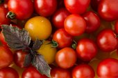 Delicious fresh, vegan, red and yellow ripe cherry tomatoes — Stock Photo