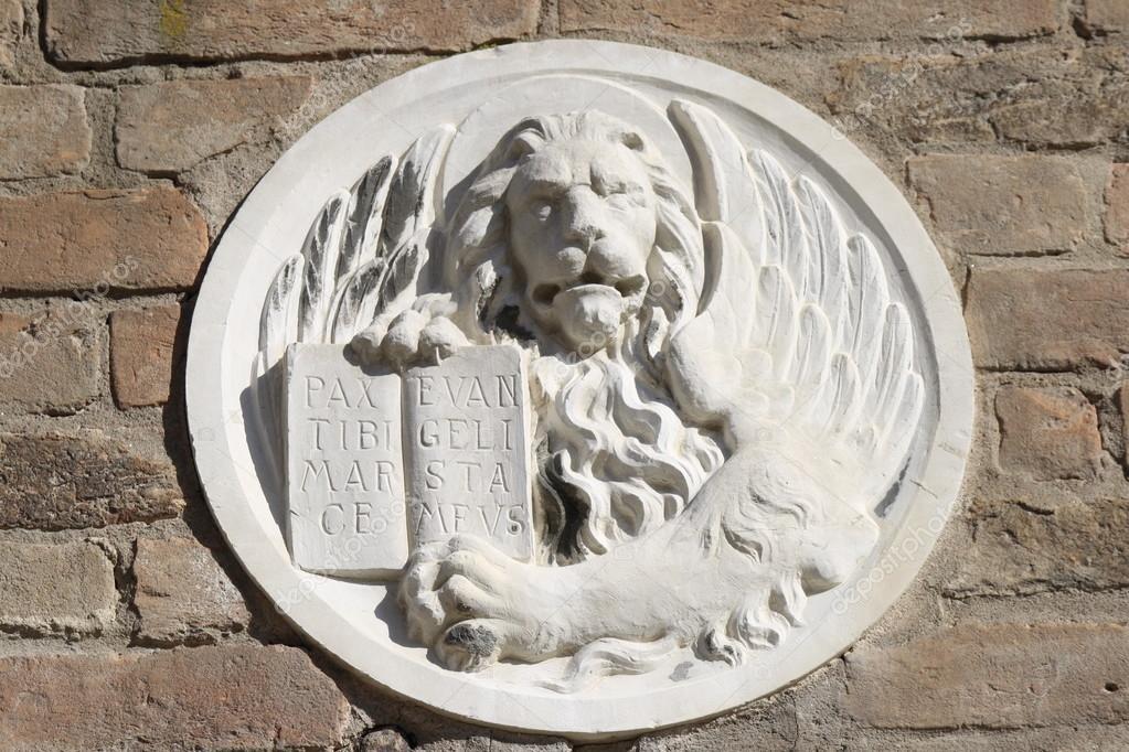italia decoracin de mrmol sobre entrada de venecia u casa u foto de stock
