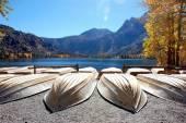Boats on shore of lake — Stock Photo
