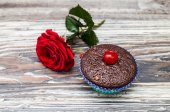 Muffin with rose — Stock Photo