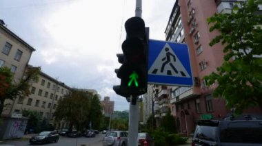 Traffic lights and buildings at day. Kiev, Ukraine — Stock Video