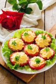 Snack cheese salad on slices of tomato — Stock Photo