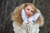 Smiling pretty young woman in a fur coat — Stock Photo