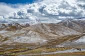 Astonishing Tibetan cloudy sky and high altitude snowy mountains — Stock Photo