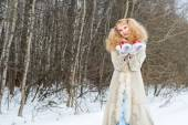Sincerely smiling young woman in a winter forest — Stock Photo