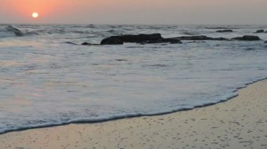 Peaceful and quiet sunset over the Atlantic Ocean coastline — Stock Video