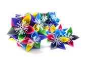 Origami birim çiçekleri beyaz arka plan üzerinde izole — Stok fotoğraf