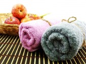 Red apple and towel fold on wooden table — Stock Photo
