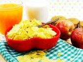 Morning breakfast with fresh apple cornflake and milk selective focus — Stock Photo