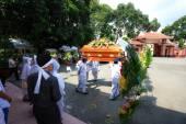 Ho Chi Minh Vietnam 12 juin 2015 dans la tradition de la cérémonie de funérailles le prendre bouddhisme asiatique au défunt endroit repos final — Photo