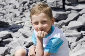 Little boy sits on a rock — Stock Photo