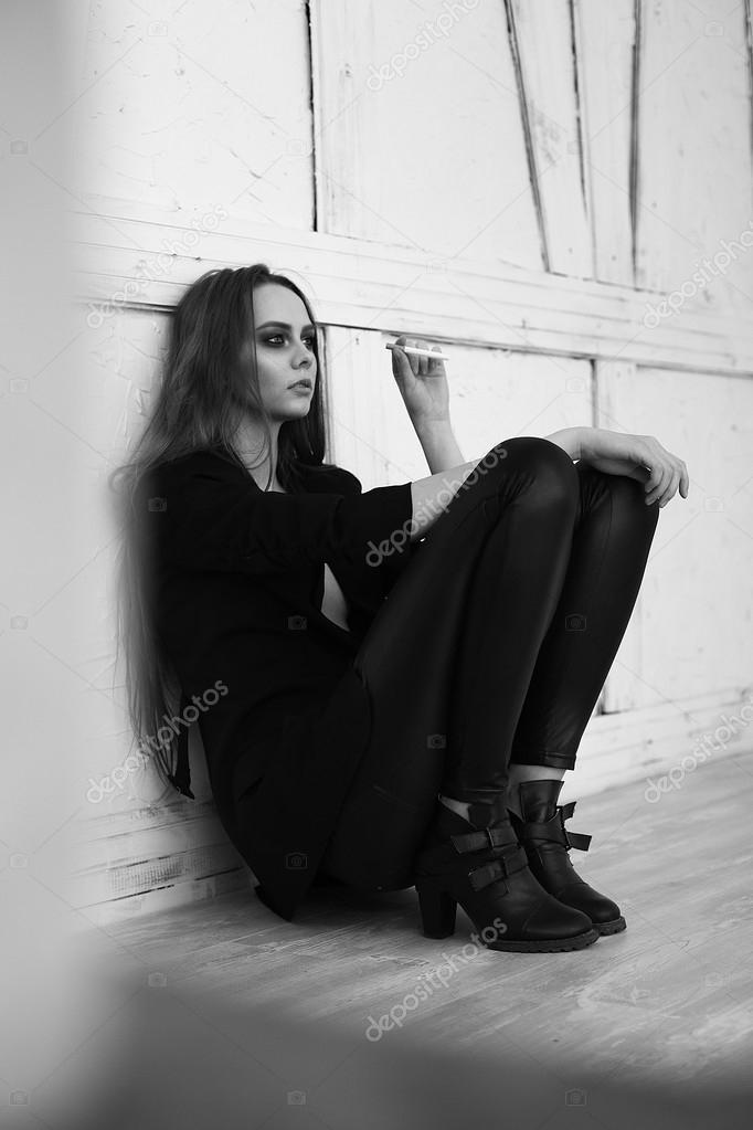 Девушка курит фото красивые