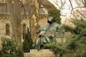 Statue of Anonymus in Budapest's City Park — Stock Photo