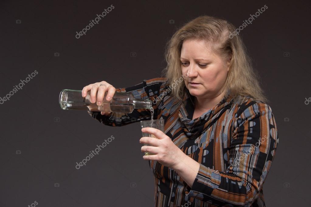 Фото стакан водки и девушка