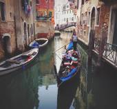Tourists in gondolas on channel — Stock Photo