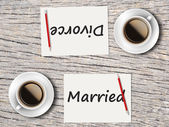 Business Concept : Comparison between married and divorce — Stock Photo