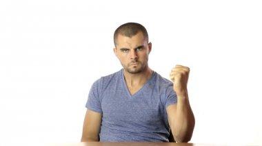 Joven amenaza con su puño Angriness concepción — Vídeo de Stock