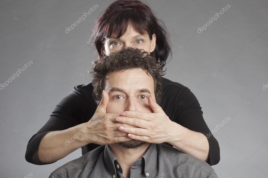 пожилая берет рот